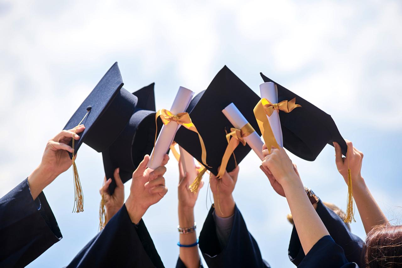 Contoh CV Fresh Graduate, Bisa Isi Ini Di Bagian Pengalaman Kerja!